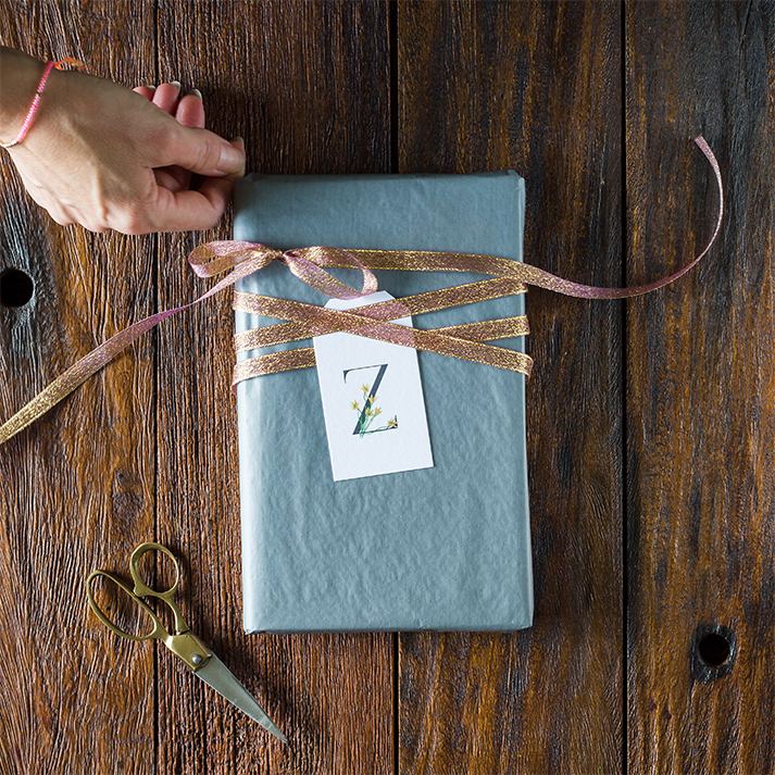 zephyr lily gift tag present